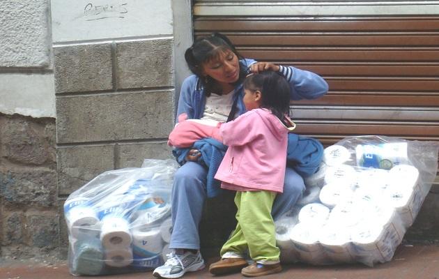 Madre trabajando. / Jacqueline Alencar,
