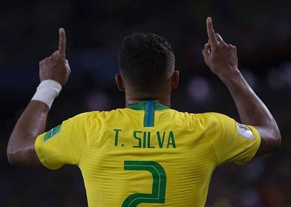 Thiago Silva da gracias a Dios durante un encuentro del Mundial. / Instagram Thiagosilva_33,