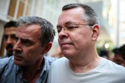 Brunson al llegar a su domicilio, donde permanecerá arrestado hasta la audiencia del 12 de octubre. / Agencias vía Preciosa Sangre Facebook