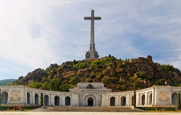 Franco mandó construir el Valle de los Caídos entre 1940 y 1958. Más 33.000 restos funerarios, algunos de combatientes republicanos sin identificar, yacen en la abadía. / Emilio García, Flickr CC,