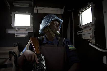 Un soldado rwandés de la MINUSMA, patrullando las calles de Galo, al norte de Mali. / Marco Dromino-Unites Nations Photo, Flickr CC