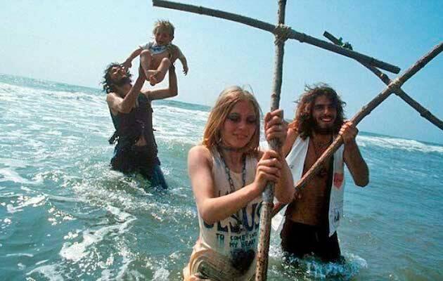 Los Niños de Dios nacen cuando tantos hippies se convirtieron al cristianismo en la costa oeste de Estados Unidos a finales de los 60 y principios de los 70,