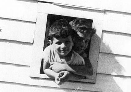 David Berg de niño con su hermano mayor, Alan, que se hizo luego agnóstico.
