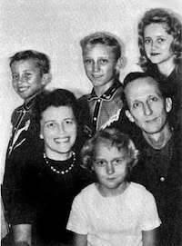 Después de haber sido pastor de la Alianza Cristiana Misionera, Berg se hace evangelista itinerante con sus tres hijos adolescentes.