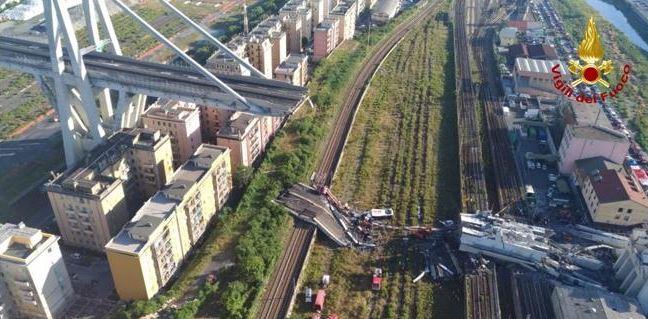 El puente, en una perspectiva aérea compartida por los bomberos de la zona.,