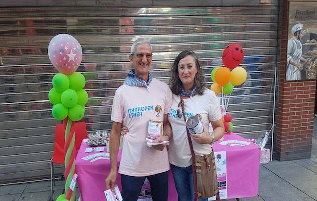 Ana Ussia e Isidoro Serralde, responsables del proyecto, en un acto solidario. / Itxaropen Etxea,