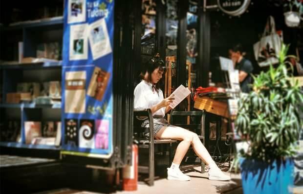 Andrew Le / Unsplash,mujer leyendo, libro leer