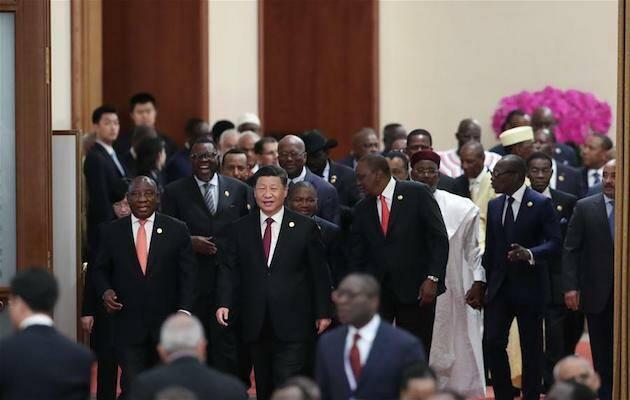 Xi Jinping, junto al presidente de Sudáfrica, Cyril Ramaphosa, al frente del séquito de presidentes africanos. / FOCAC 2018,