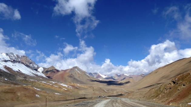 Montañas alrededor de la carretera del Pamir a su paso por Tayikistán  /Puertas Abiertas,