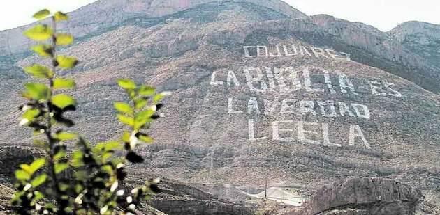 El Cerro de la Biblia, en Ciudad Juárez, anima a leer la Biblia desde hace 30 años. / ED,