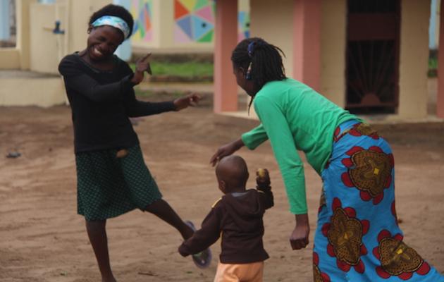 Mas de 50 niños y jóvenes se reúnen diariamente en Sekeleka para trabajar sus capacidades intelectuales y físicas. / Diana Rodríguez,