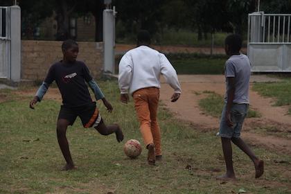 Más que un partido entre dos equipos, los adolescentes prefieren una competición entre varios equipos por parejas. / D. Rodríguez