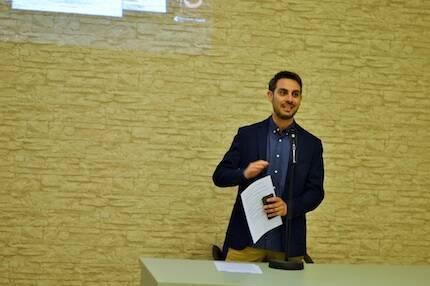 Daniel Hofkamp, explicando la evolución de Protestante Digital. / Jordi Torrents