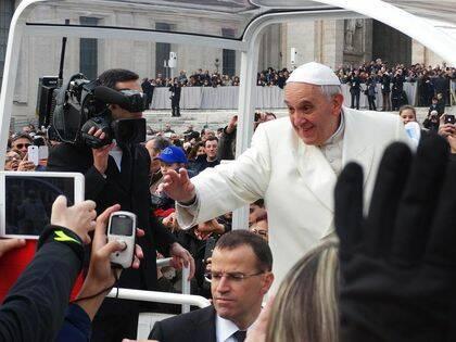 El Papa Francisco no hace justicia a las palabras de Jesús en nuestro pasaje.