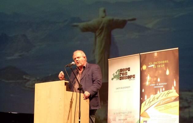 Steve Hollinghurst durante su conferencia en Tallin. / EEA, Cristoph Grötzinger,