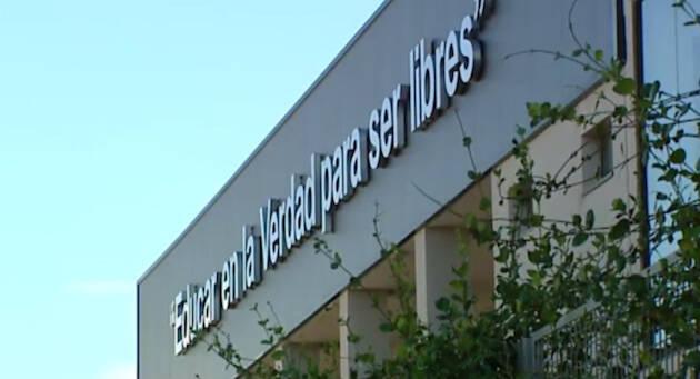 Fachada del colegio Juan Pablo II. / Educatio Servanda,