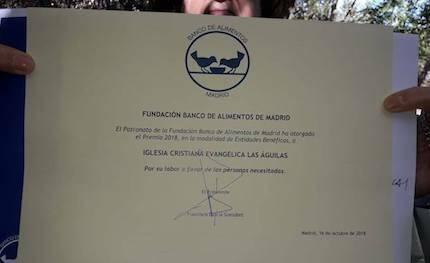 El diploma con la distinción. / FB Iglesia Las Águilas