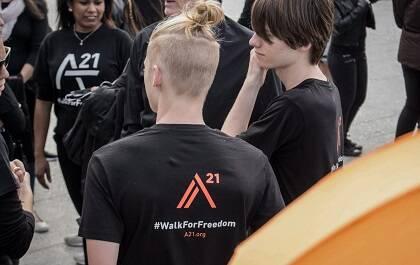 Muchos jóvenes participaron en la marcha contra la esclavitud. / Rebecca Paramio, thesecretkey.es