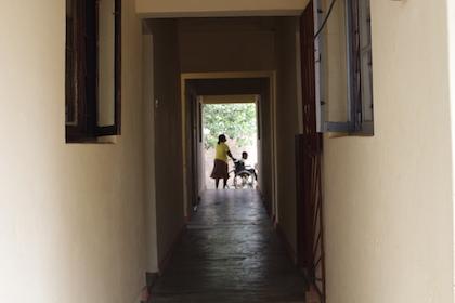 El centro también abre los sábados por la mañana y los niños van a jugar y a hacer actividades especiales. / Jonatán Soriano
