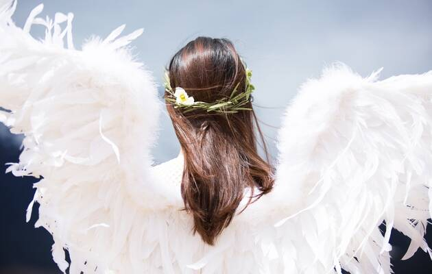 Un ángel, foto de Unsplash,angel, mujer alas