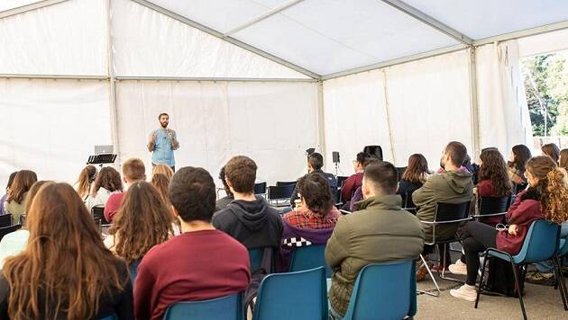 Una de las charlas organizadas por GBU durante las jornadas universitarias Rethink, del 5 al 8 de noviembre en la UAB. / Foto: Fundación RZ,