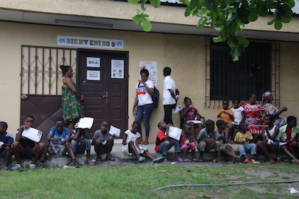 Cerca de 100 niños y niñas huérfanos viven en la aldea infantil de Bata. / Jonatán Soriano