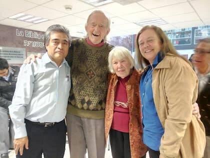 Leopoldo Cervantes-Ortiz, a la izquierda, con Juan Stam, su esposa Doris y su hija Rebeca.