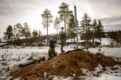 Soldados de una compañía sueca en una maniobra militar con armamento antitanque en Roros, Noruega. / Nato Flickr