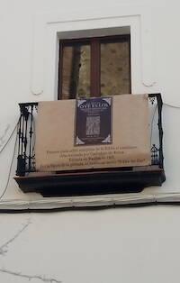 Una pancarta con el emblema de la Biblia del Oso, de la que se cumple, en 2019, el 450 aniversario. / E.Monjo