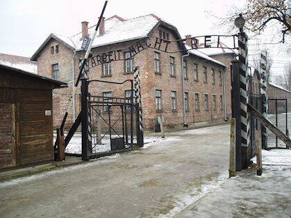 Entrada al campo de exterminio de Auschwitz, en Polonia / Wikimedia Commons
