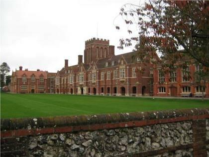 Crowley es el alumno más famoso del prestigioso colegio privado de Eastbourne.