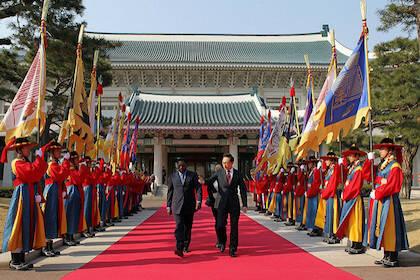 Joseph Kabila reunido con el expresidente de Corea del Sur, Lee Myung-bak, en 2010. / Republic of Korea, Flickr CC