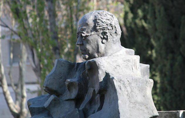 Escultura de Manuel Azaña en Alcalá de Henares. / Wikimedia Commons,