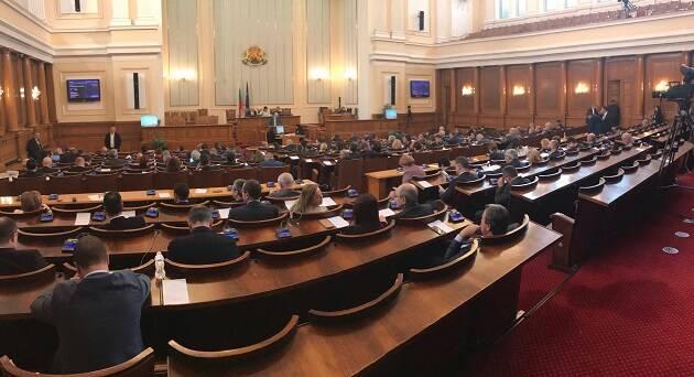 La sesión plenaria del Parlamento búlgaro de este 20 de diciembre, votando la ley de denominaciones religiosas. / Vlady Raichinov,