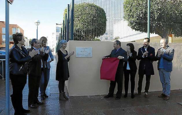 El acto de inauguración de la calle Francesc Tudurí, en Maó. / Javier Coll, Menorca.info,