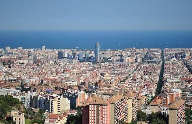 Cataluña es la comunidad con mayor número de lugares de culto de religiones minoritarias. En la imagen, una perspectiva de Barcelona. / Pixabay (CC0),