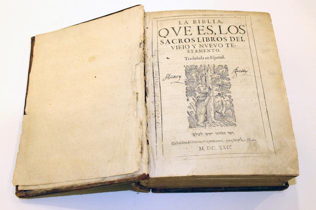 La Biblia del Oso, traducción al castellano de Casiodoro de Reina. / Marina Acuña,