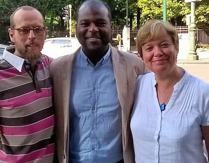 Arie De Pater, representante de la EEA en Bruselas, Christel Lamère, ex representante de la EEA en Bruselas, y la representante sociopolítica de la EEA Julia Doxat-Purser. / EEA