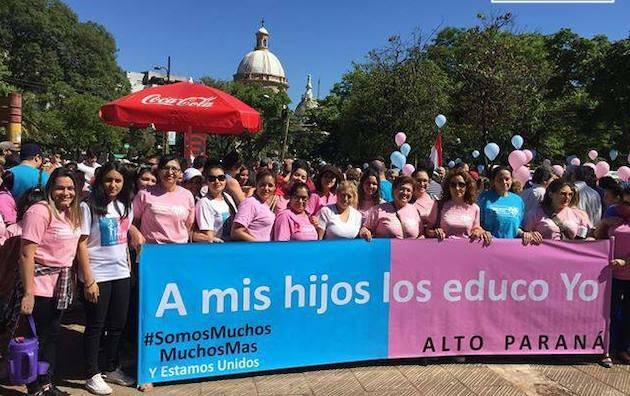 Manifestación en Paraguay de ConMisHijosNoTeMetas. / CMHNTM,