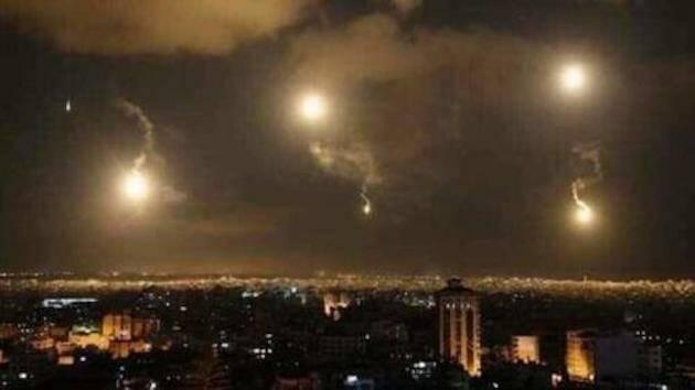 Ataques aéreos israelíes cerca de Damasco, la capital de Siria. ,