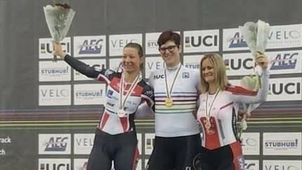 Rachel McKinnon celebra su victoria, junto a la 2ª y 3ª clasificada. / McKinnon Twitter