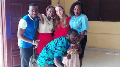 Aida Banyuls, en el centro, será la responsable de poner en marcha los grupos bíblicos universitarios en Guinea Ecuatorial. / GBU