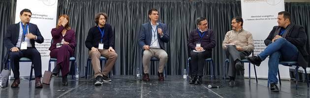 Panel de discusión con ponentes de enfoque legal, escolar y pastoral / PD