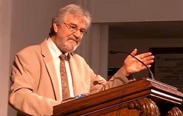 Roberto Velert, predicando en su iglesia en 2017. / Youtube,