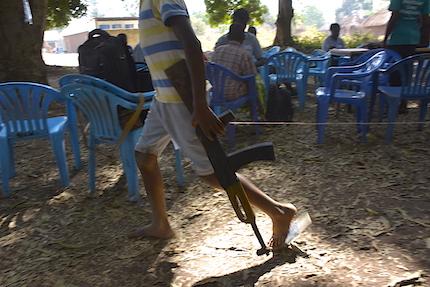 La proliferación de grupos armados afecta al reclutamiento de menores, según el informe. / World Vision