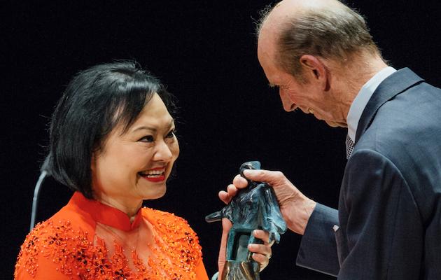 Kim Phuc recibiendo el Premio Dresden de la Paz este febrero. / Dresden Preis,