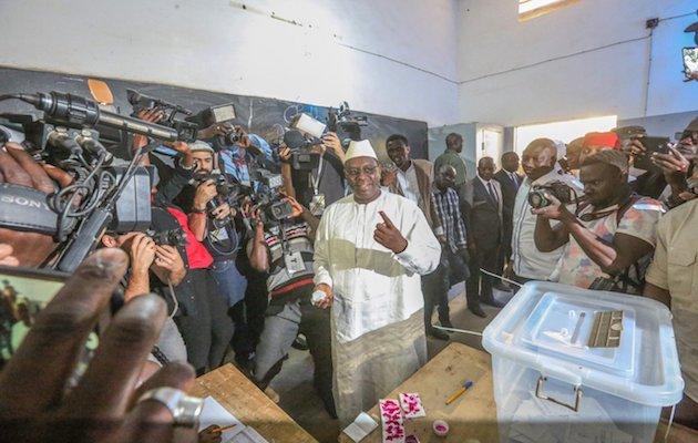 Macky Sall votando el pasado domingo. / Twitter @Macky_Sall,