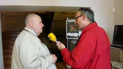 Carlos Nejar entrevistado para la radio (foto de Jacqueline Alencar).