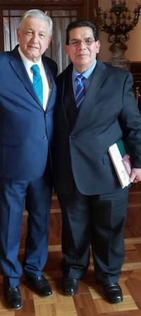 Arturo Farela y López Obrador en el Palacio Nacional.