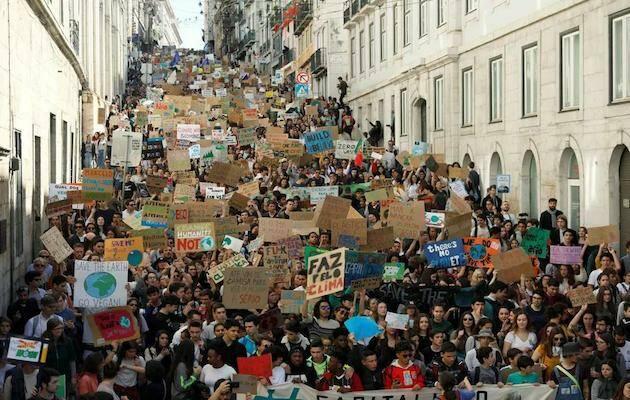 Imagen de la concentración en Lisboa. / Twitter @GretaThunberg,